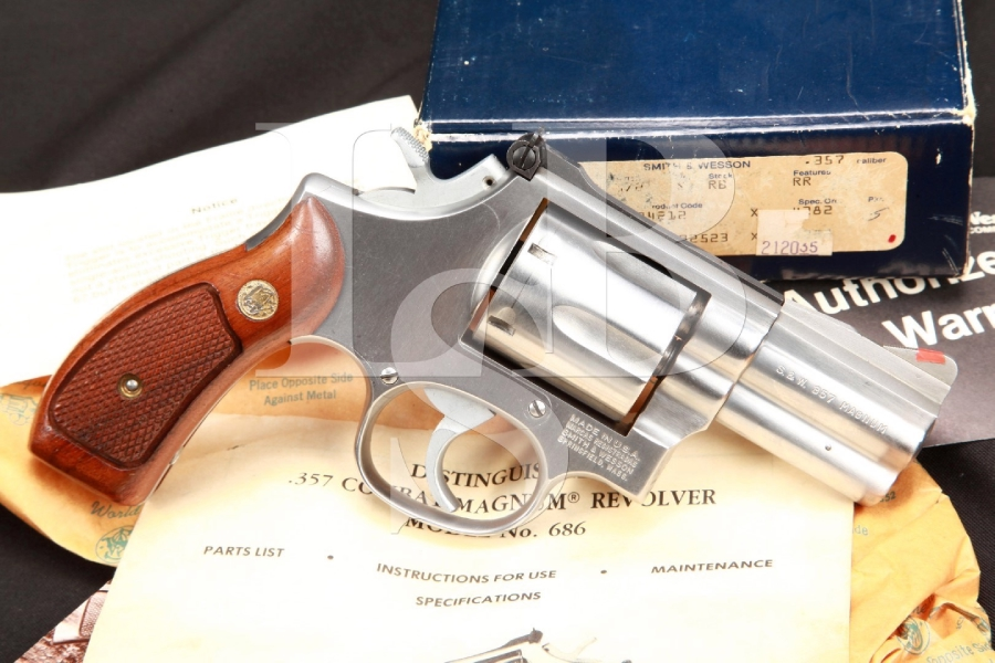 Lew Horton Smith & Wesson S&W Model 686, the .357 Distinguished Combat Magnum 2 1/2 INCH Stainless Double Action Revolver & Box